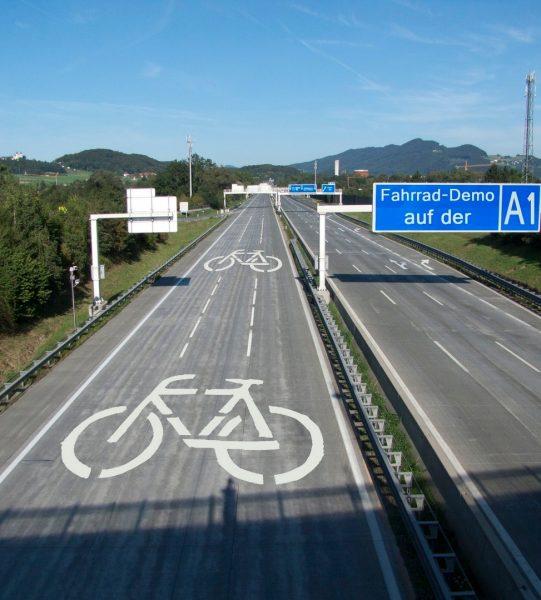 fahrradkundgebung-auf-der-autobahn