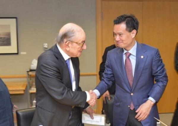 中国华信董事局主席叶简明