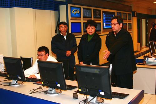 居中者为中共重庆市委组织部长曾庆红(网络图片)