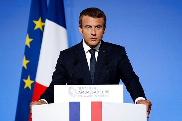 法极左派巴黎游行抗议马克龙签署劳动法改革政令