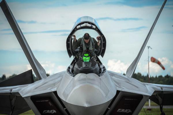 解决飞行员缺乏危机 美空军获准召回1000名退役飞行员