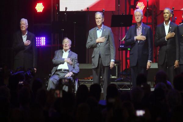美五位前总统现身音乐会 齐为飓风灾民募资