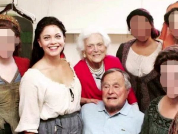 前总统老布什对女演员性侵指控做出道歉