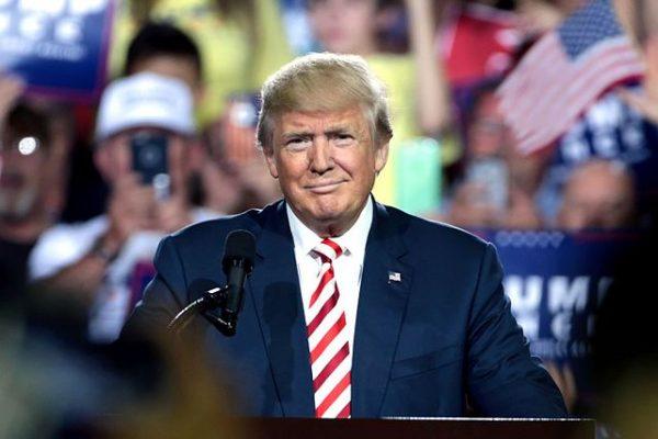 川普总统成功运用社媒 揭左媒 打左派