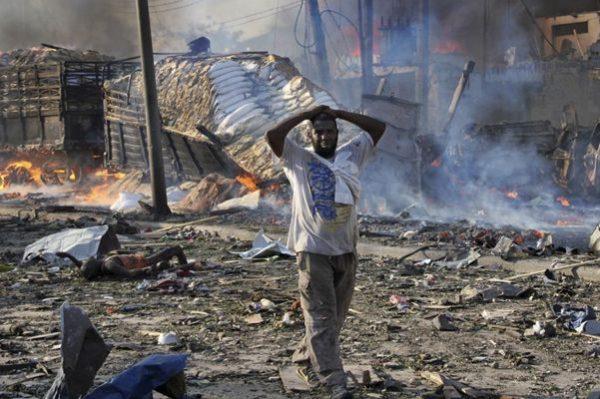 索马里首都遭两汽车炸弹攻击 至少200死