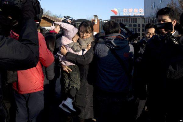 中国之窗第50集 红黄蓝幼儿园涉猥亵儿童 水有多深?