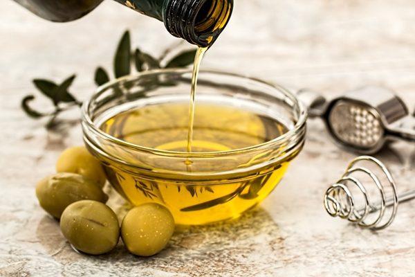 以橄榄油作为食用油 (图片来源:pixabay)