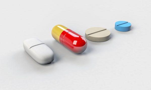 美国华裔医师: 中国人已被西医弄成药罐子!