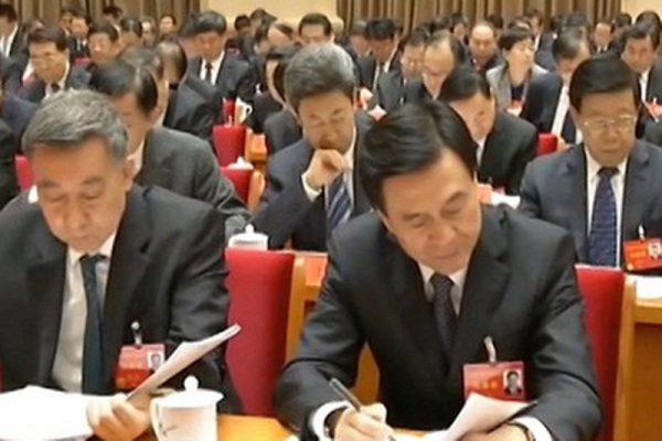 杨晶在中共十九大后还多次露面。图为杨晶在去年底的中央经济工作会议上。(视频截图)