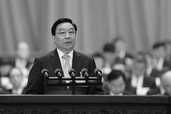 中共全国人大副委员长兼秘书长王晨在人大做修宪说明