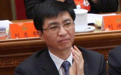 """港媒曝人大主席团名单排名玄机:王沪宁再失一重要""""阵地"""""""