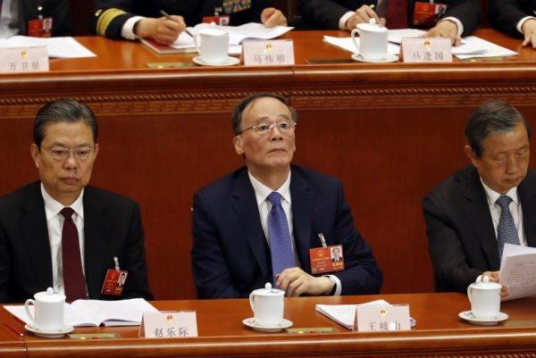 王岐山坐在中共政治局常委赵乐际左边(AP)