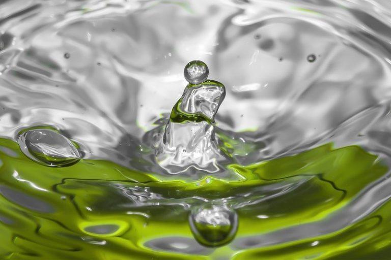 水里的洗洁精(图片来源:pxhere)