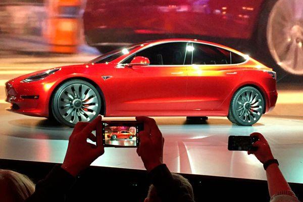 Tesla Model 3停产一周 提升产线自动化性能