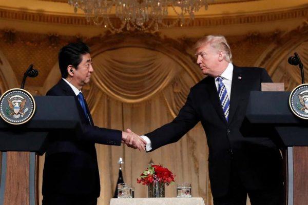 川普承诺营救日本人质脱离朝鲜 安倍深表感谢