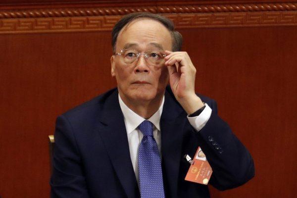 王岐山出席中共13届人大会议,重返政坛。(AP)