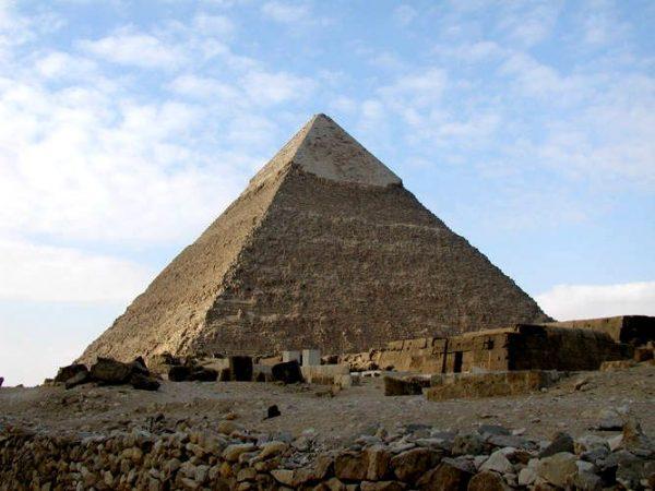 埃及卡夫拉金字塔 (圖片:維基共享資源 /Jon Bodsworth)