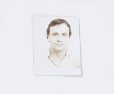 Charlie的父亲Greg (图片:Youtupe视频截图)
