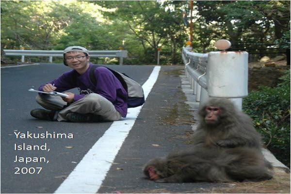 被举报性骚扰的中山大学人类学教授张鹏在日本研究猴子 网络图片