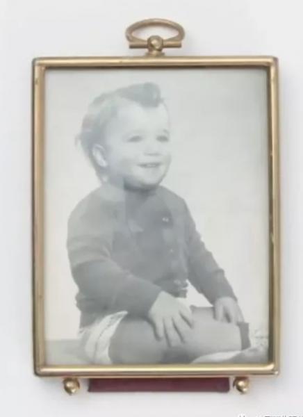 父亲Greg出生在一个中产家庭 (图片:Youtope视频截图)