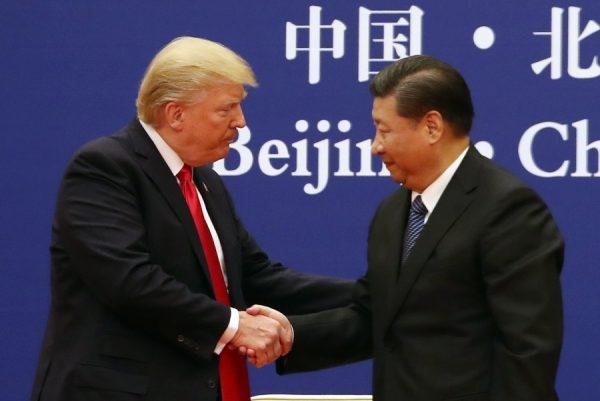 中美贸易战两大主角:川普与习近平(AP Photo/Andrew Harnik)