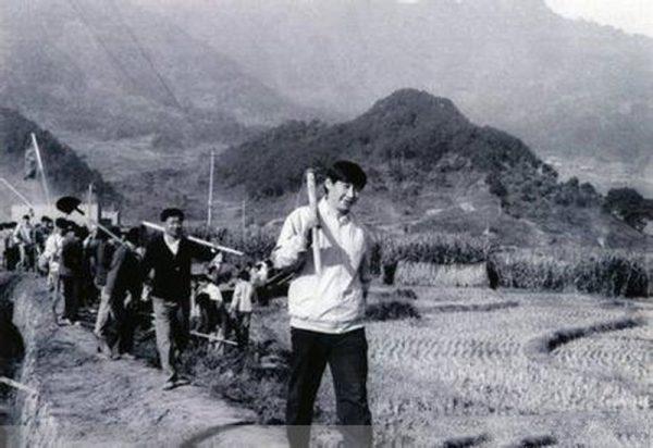 习近平16岁的时候,曾在梁家河度过7年知青插队岁月。(网络图片)