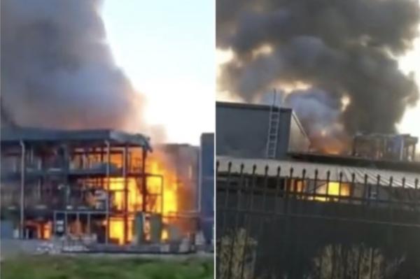 爆炸后工厂火光冲天,浓烟滚滚。(网络图片)