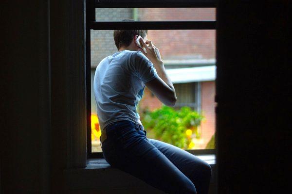 实在不好意思,这个电话非常重要,先失陪一下(图片来源: pixabay示意图)