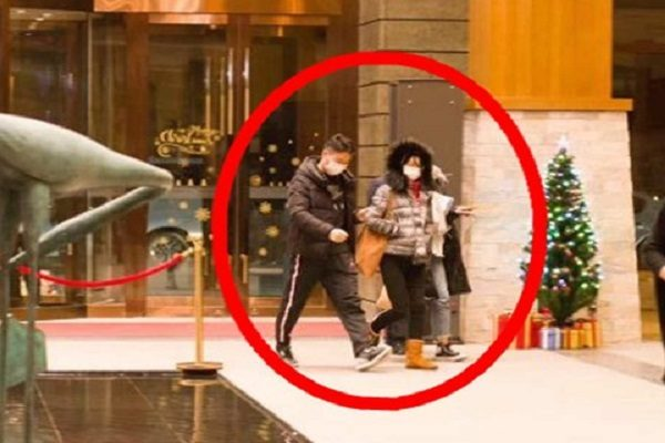 刘强东与章泽天近日在张家口滑雪的照片 网络图片