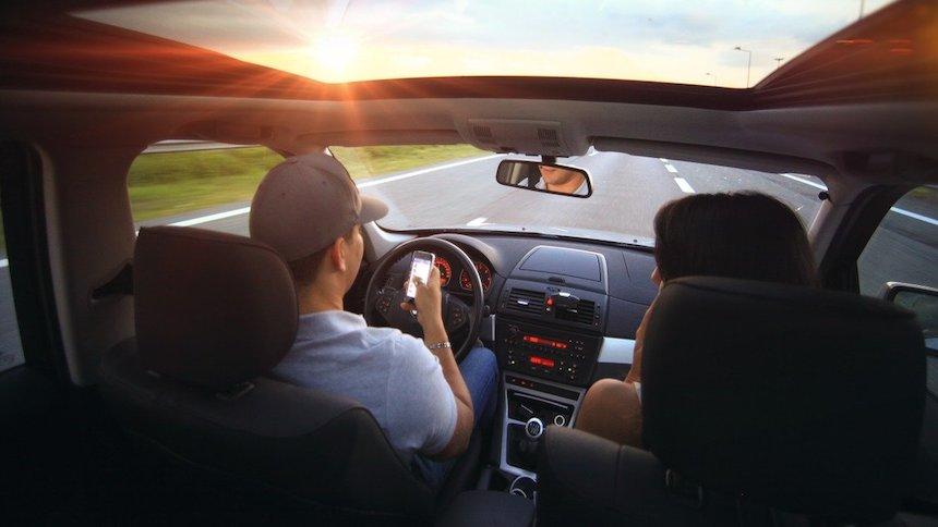 比超速和酒驾更危险?如何有效减少分心驾驶?