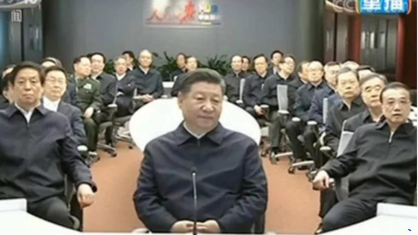 """中共政治局年终检讨 委员捧习惊现""""人民领袖"""""""