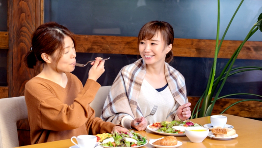 吃饭(图片:photoAC)