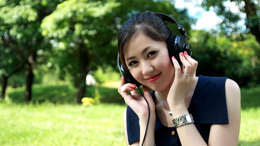 美女、高興、快樂、聽音樂 (圖片: pixabay)