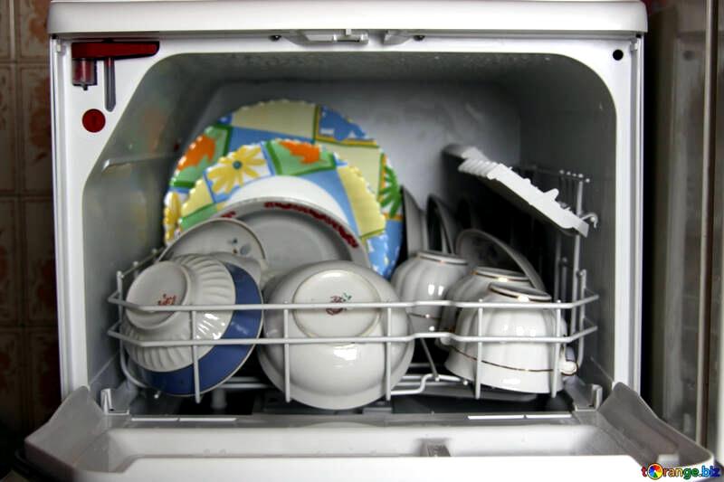 餐具消毒、消毒櫃 (圖片:torange,  CC BY 4.0)