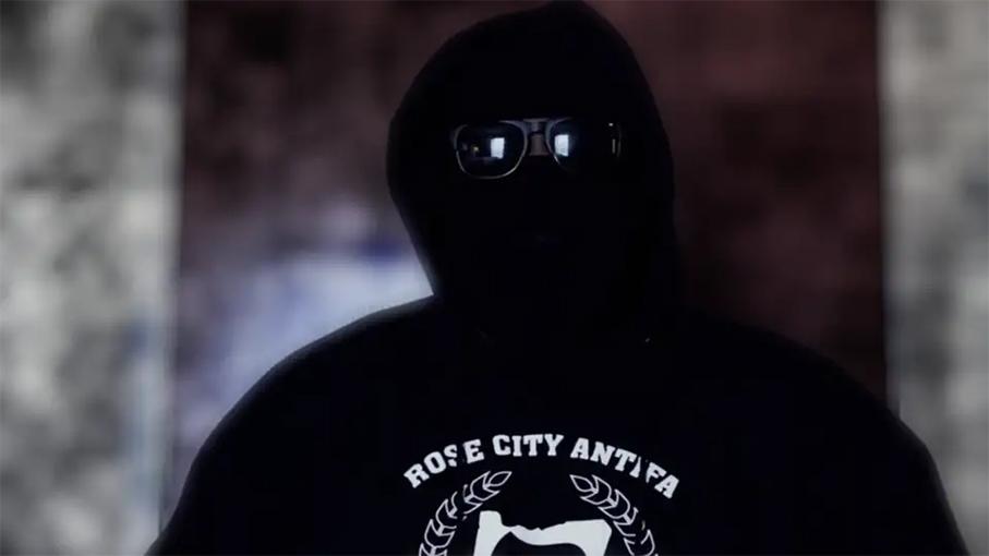 勇敢的卧底记者揭Antifa暴力内幕。(courtesy to Veritas )
