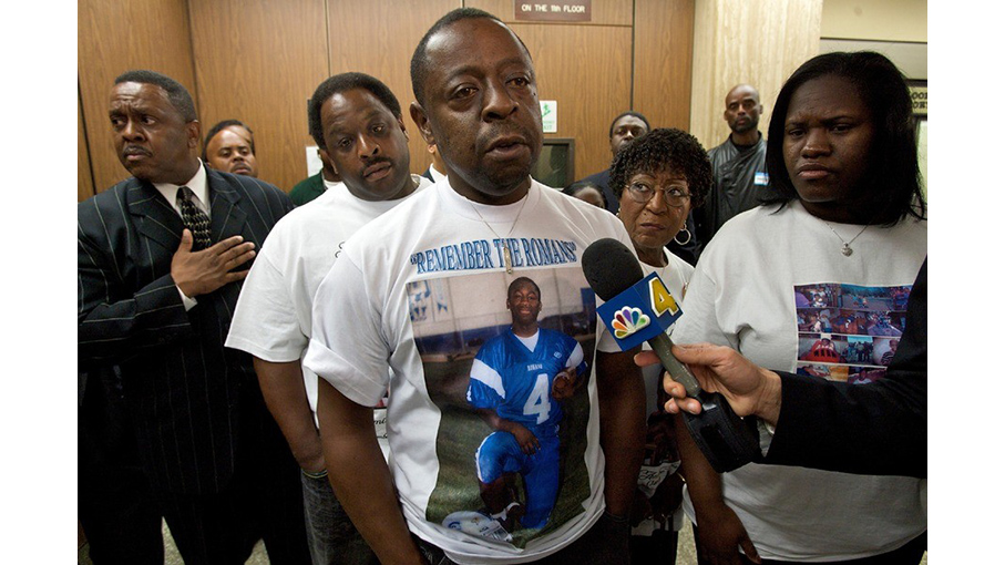 Jamiel Shaw, Sr. (center) and Anita Shaw (right), parents of Jamiel Shaw, Jr., (shown on t-shirt) who was murdered by an undocumented immigrant in March 2008.(AP)