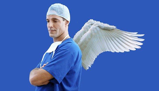 凡是优秀的医生治病,一定要神志专一,心平气和,不可有其他杂念,首先要有慈悲同情之心,决心解救人民的疾苦  (图片:pixabay)
