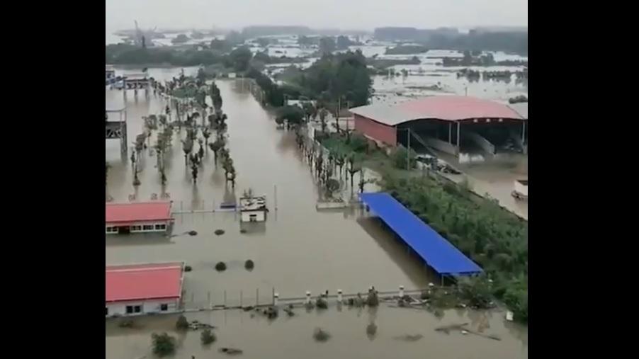 武汉青山大桥闸口已经开了,长江已经开口了。