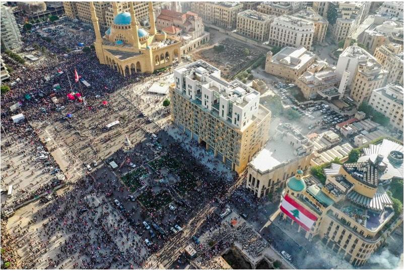 黎巴嫩贝鲁特人们与警察发生冲突