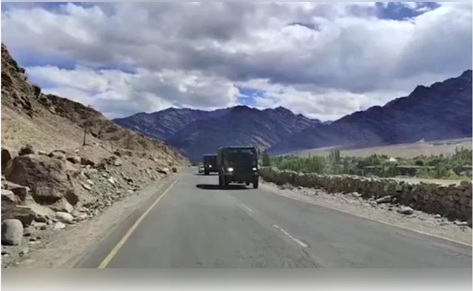中共部隊正在西部喜馬拉雅山與印度接壤的邊境熱點鋪設光纖網路