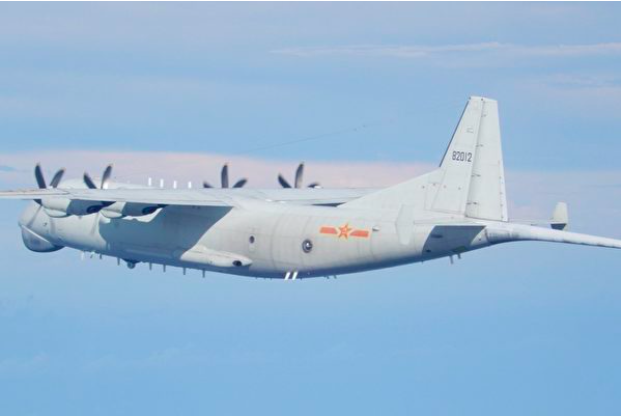 運-8反潛機照片