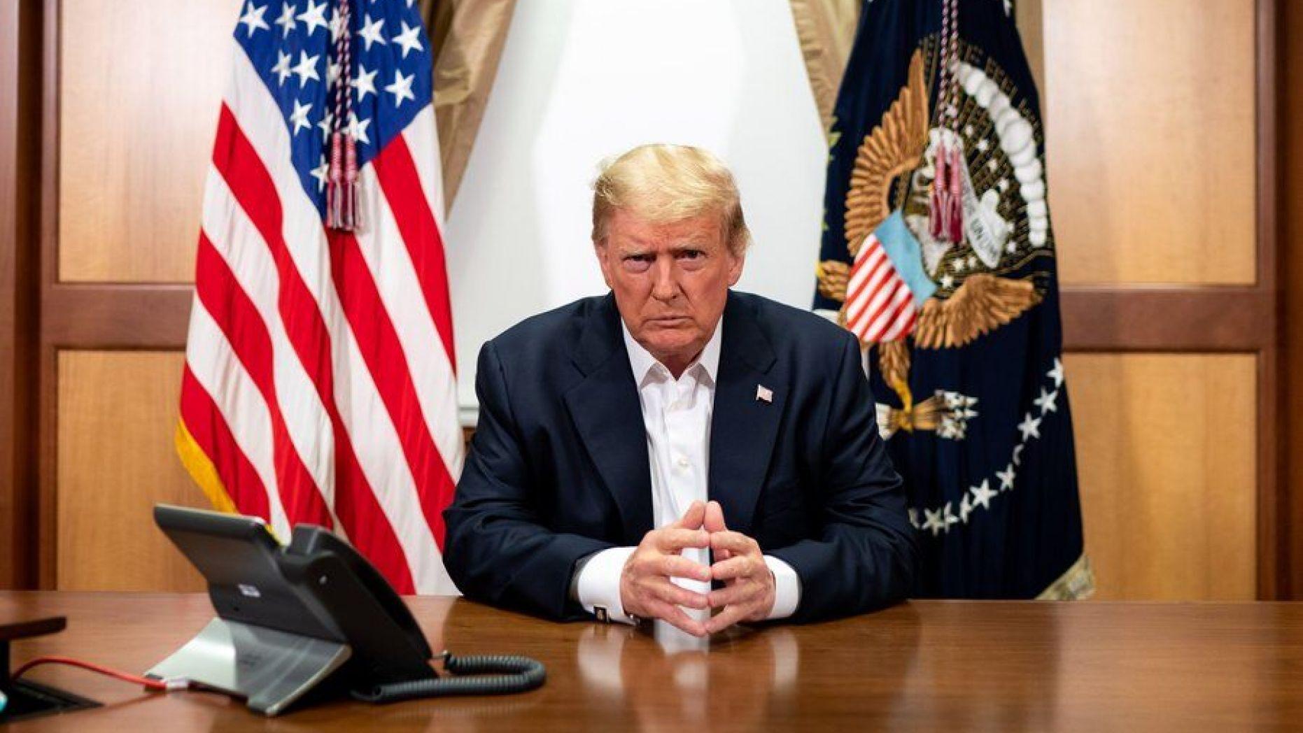 川普总统10月4日与副总统彭斯、国务卿蓬佩奥和参谋长联席会议主席米勒将军召开视讯会议。(白宫图片)