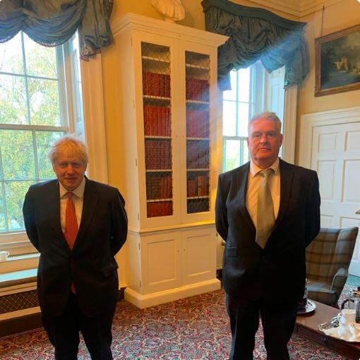 英国首相鲍里斯•约翰逊12日与确认感染中共病毒的保守党议员安德森会见接触
