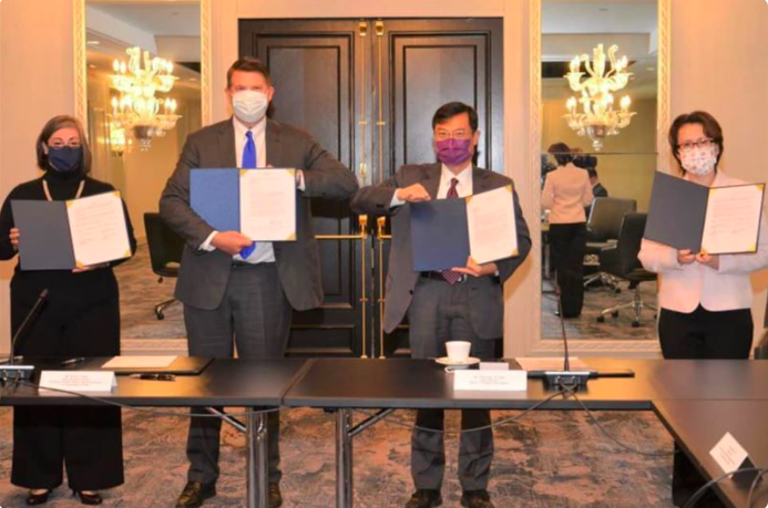 駐美大使蕭美琴與AIT執行理事藍鶯,簽署合作備忘錄