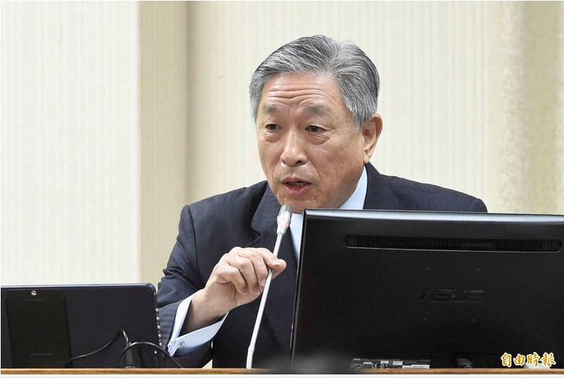 外交部次長田中光列席備詢