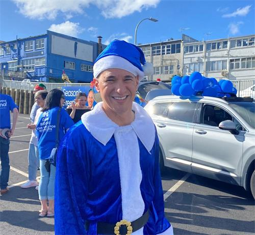 法轮功学员参加新西兰圣诞游行 真、善、忍理念得传播