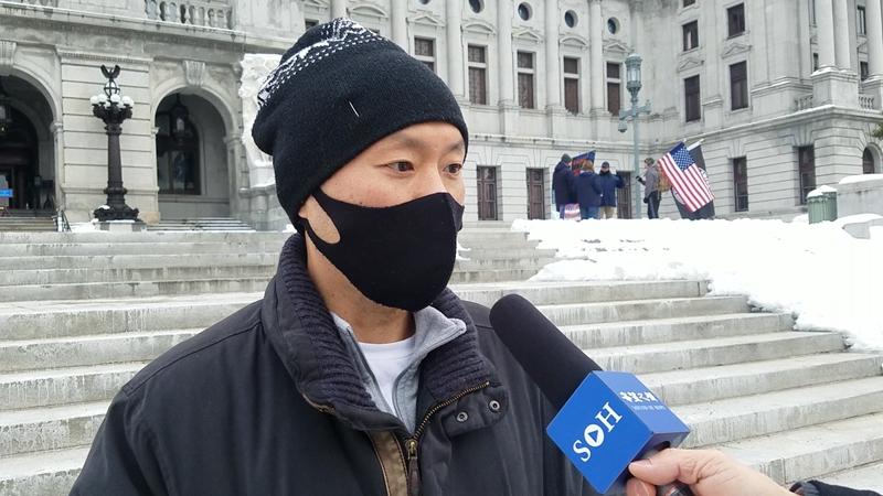 韩裔巴鲁克Baruck接受本台采访(图片来源:郑浩/希望之声)