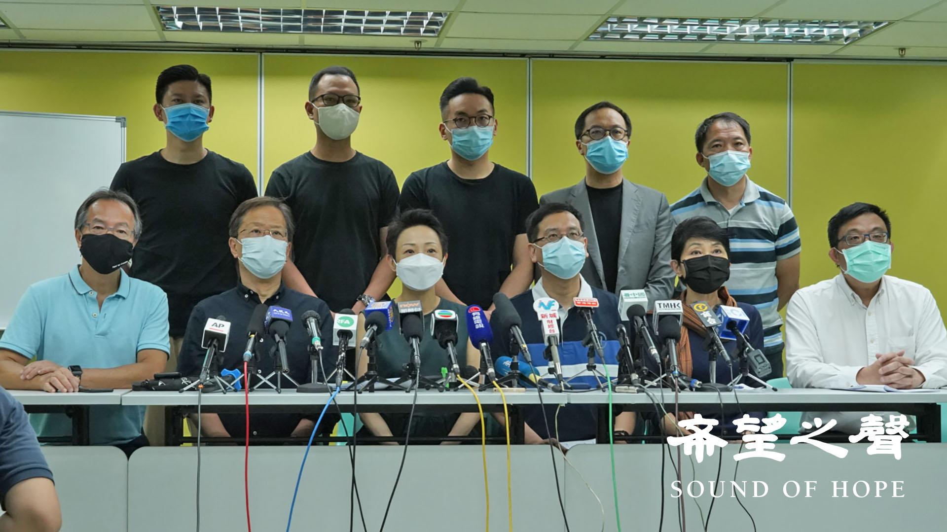 """香港民主派在七一上午召开记者会, 批评《港区国安法》凌驾本地法律及《基本法》,宣告""""一国两制""""已完结。(郑铭/SOH)"""