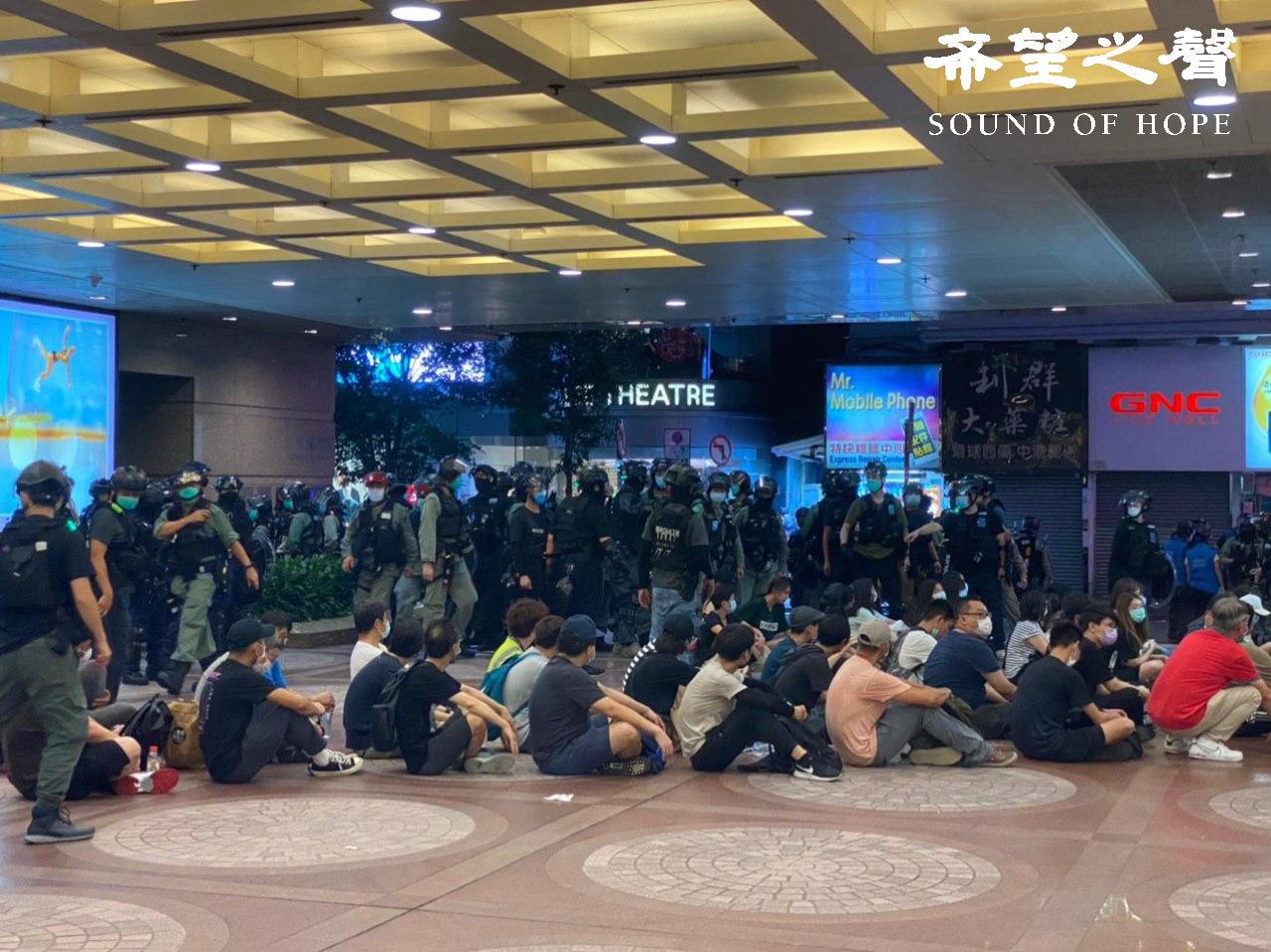 7.1大游行当日傍晚时分,警方在铜锣湾大搜捕。(郑铭/SOH)