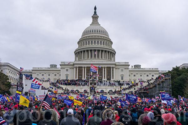 """越来越多的证据显示,1月6日美国首都华盛顿DC的""""拯救美国""""大游行活动后,有左翼人士参与和煽动民众闯入国会。图为1月6日DC的活动现场。"""